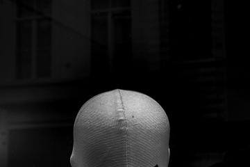 Faceless woman © Ulric Demeter