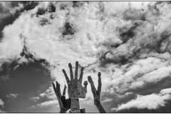 Handen in de lucht © Ulric Demeter